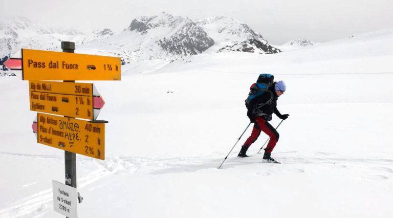 Übergang mit Ski vom Val S-charl zum Ofenpass